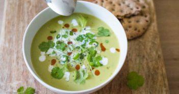 Soupe froide de petits pois au lait de coco et à la citronnelle