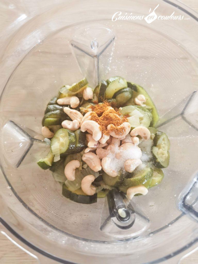 Veloute-de-courgettes-au-curry-6-768x1024 - Velouté de courgettes au curry et aux noix de cajou