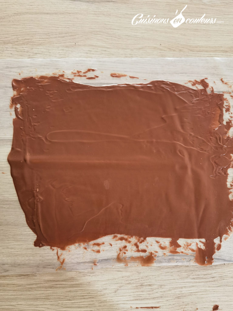 Gateau-coeur-chocolat-25-768x1024 - Gâteau croustillant aux noisettes et à la mousse au chocolat