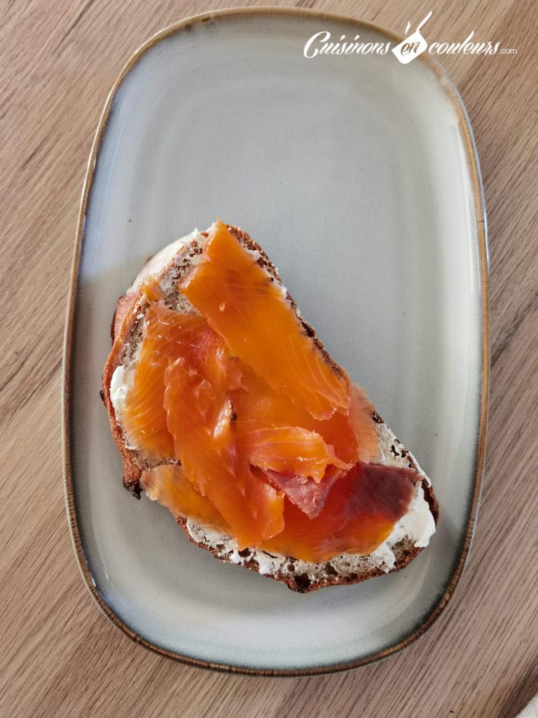 tartine-saumon-avocat-oeuf-mollet-5-768x1024 - Tartine au saumon et à l'avocat avec un oeuf mollet
