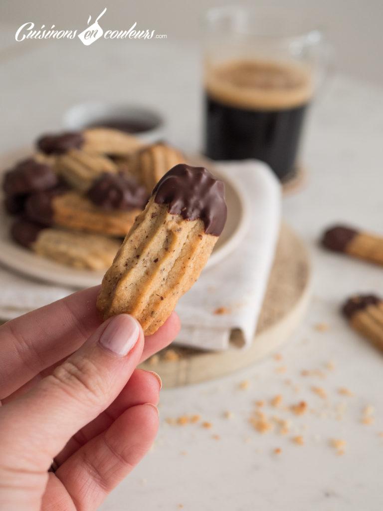 sables-noisettes-chocolat-10-768x1024 - Sablés aux noisettes et au chocolat