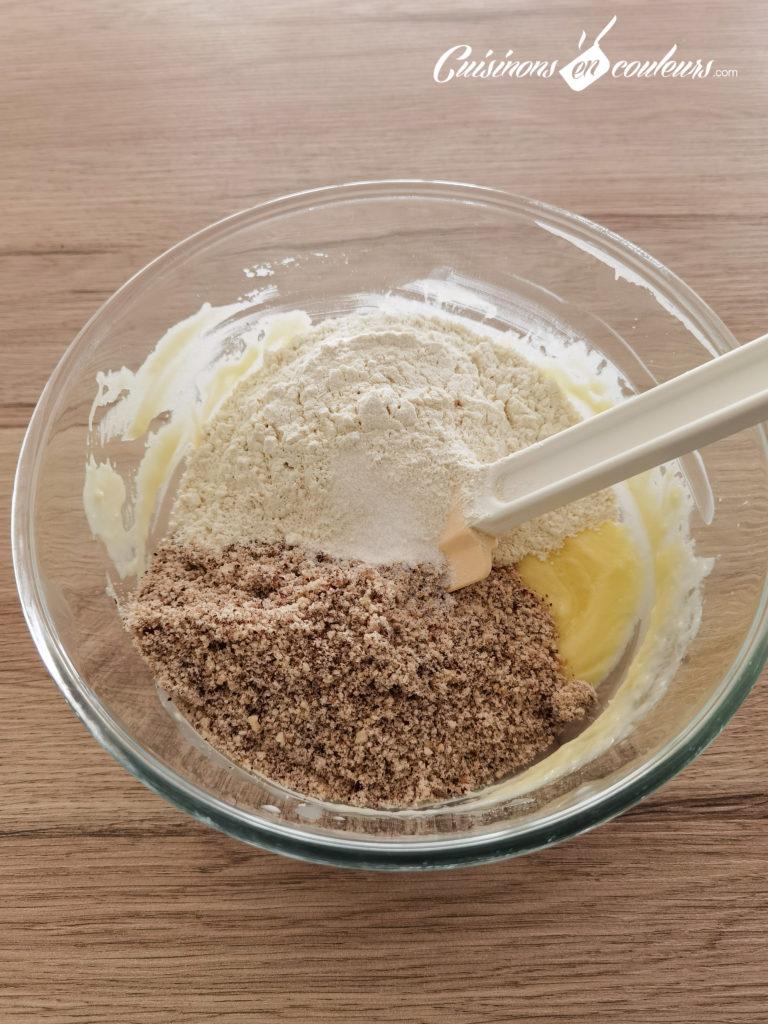 sables-noisettes-chocolat-2-768x1024 - Sablés aux noisettes et au chocolat