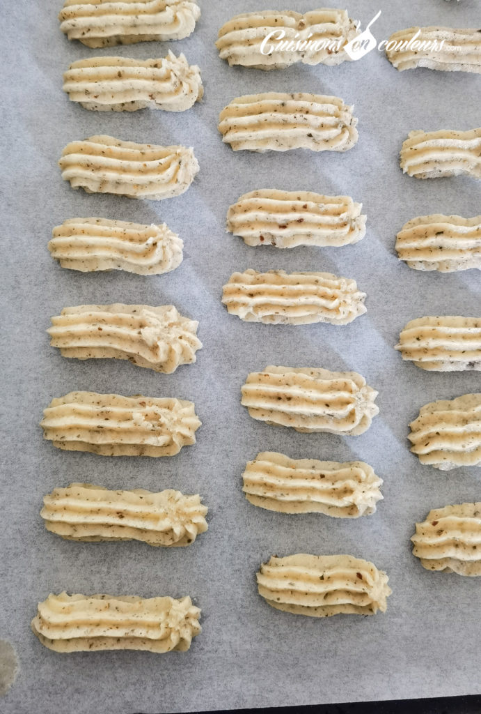 sables-noisettes-chocolat-4-691x1024 - Sablés aux noisettes et au chocolat