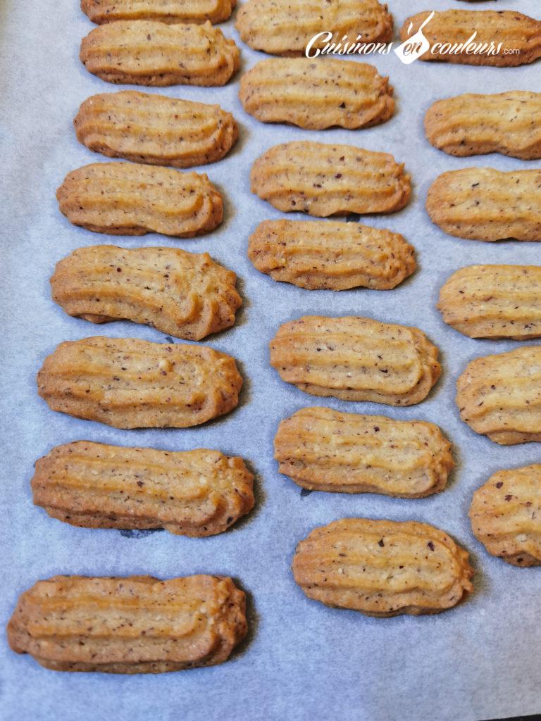 sables-noisettes-chocolat-5-768x1024 - Sablés aux noisettes et au chocolat