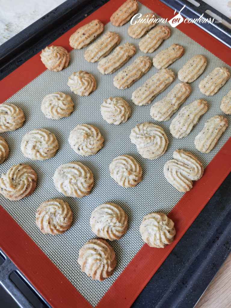 sables-noisettes-chocolat-6-768x1024 - Sablés aux noisettes et au chocolat