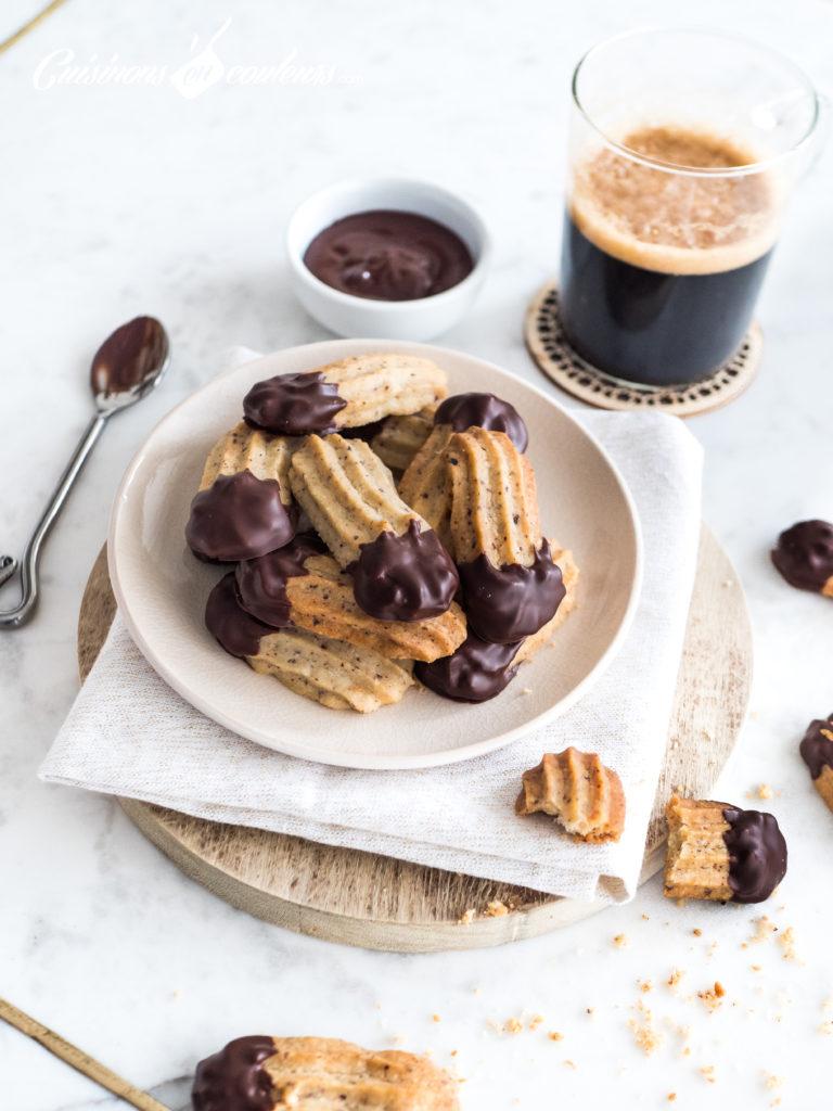sables-noisettes-chocolat-8-768x1024 - Sablés aux noisettes et au chocolat