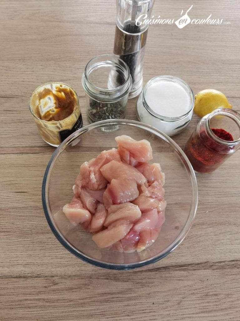 Brochettes-de-poulet-5-768x1024 - Brochettes de poulet à la moutarde et à l'origan