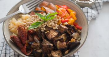 Salad Bowl au saumon, aubergines rôties… et plein d'autres choses !